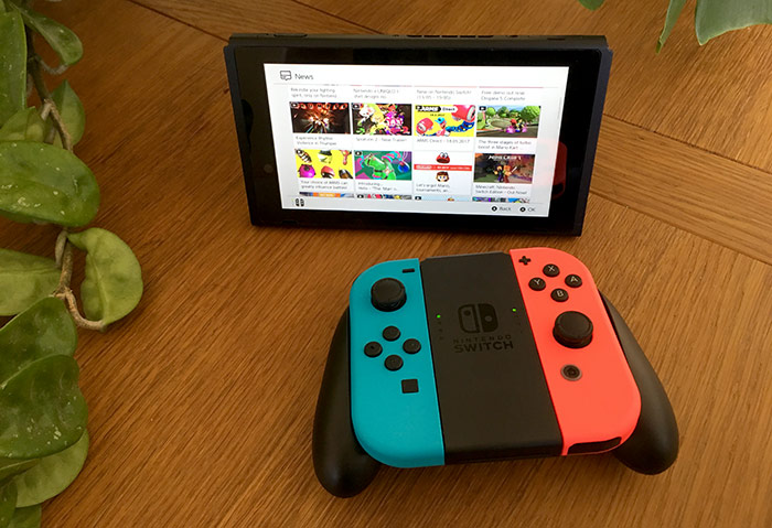 Nintendo Switch - Joy Con-Grip används