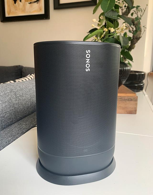Sonos Move i laddställ - Test - Bärbar