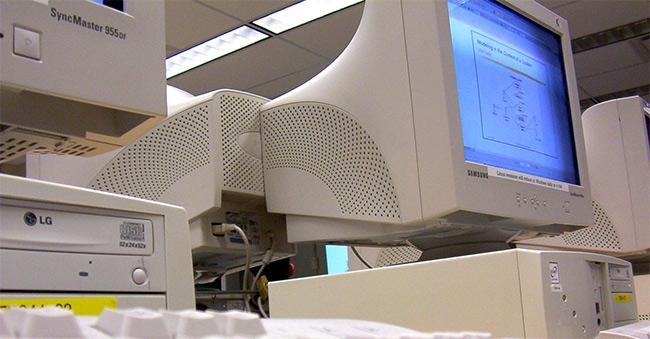 Gammal CRT - Tjock-monitor - Skärm