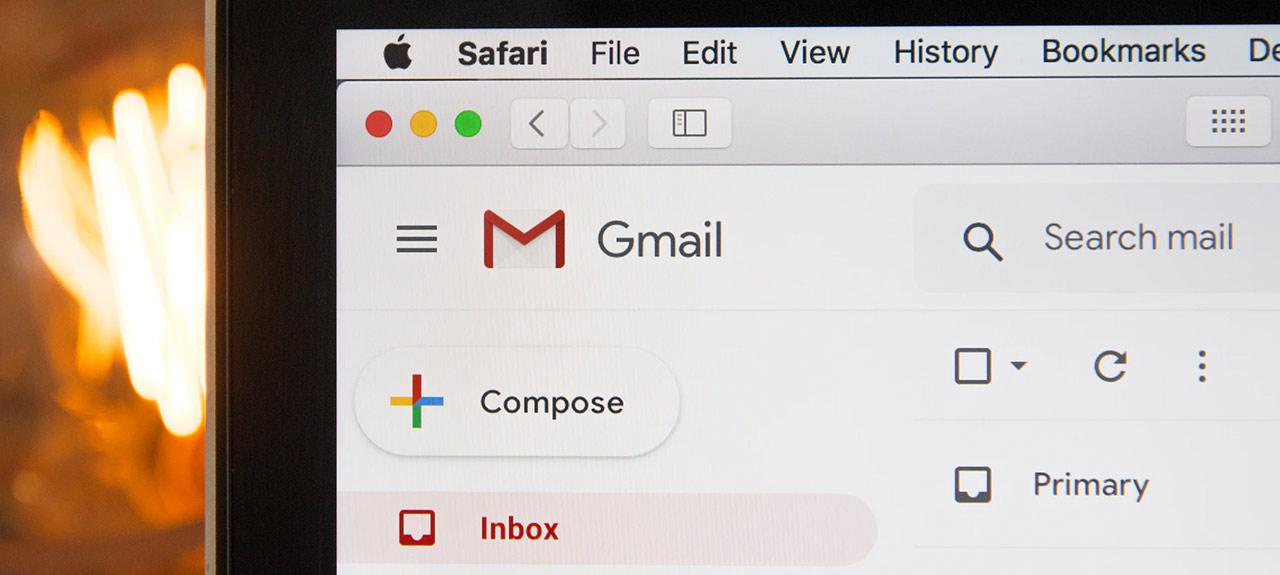 Bläddra mellan sidor av mejl i Gmail