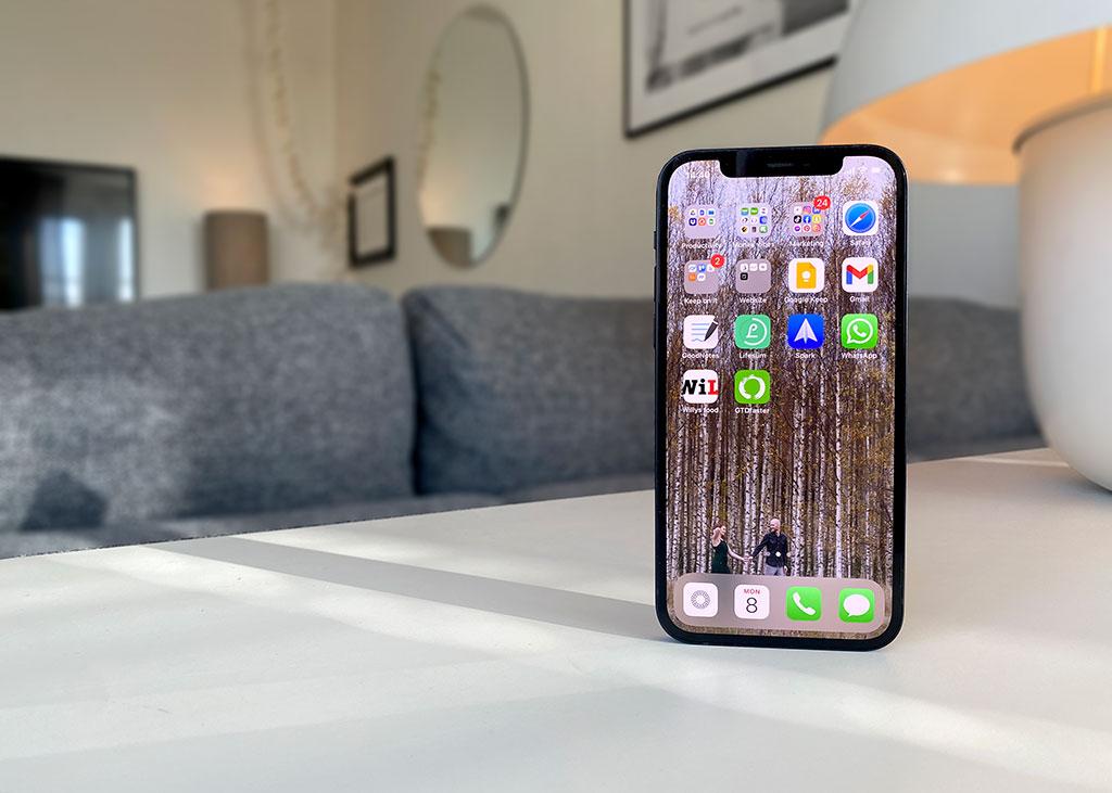 iPhone 12 - Recension - Test - Framsida - Skärm