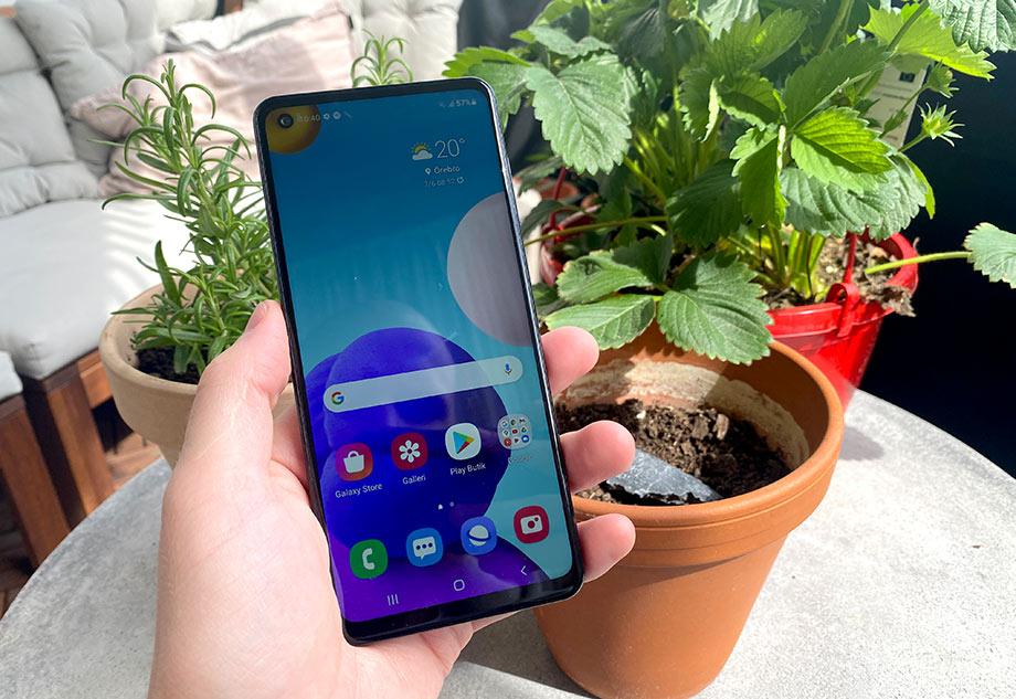 Galaxy A21s - Ganska stor och avlång telefon